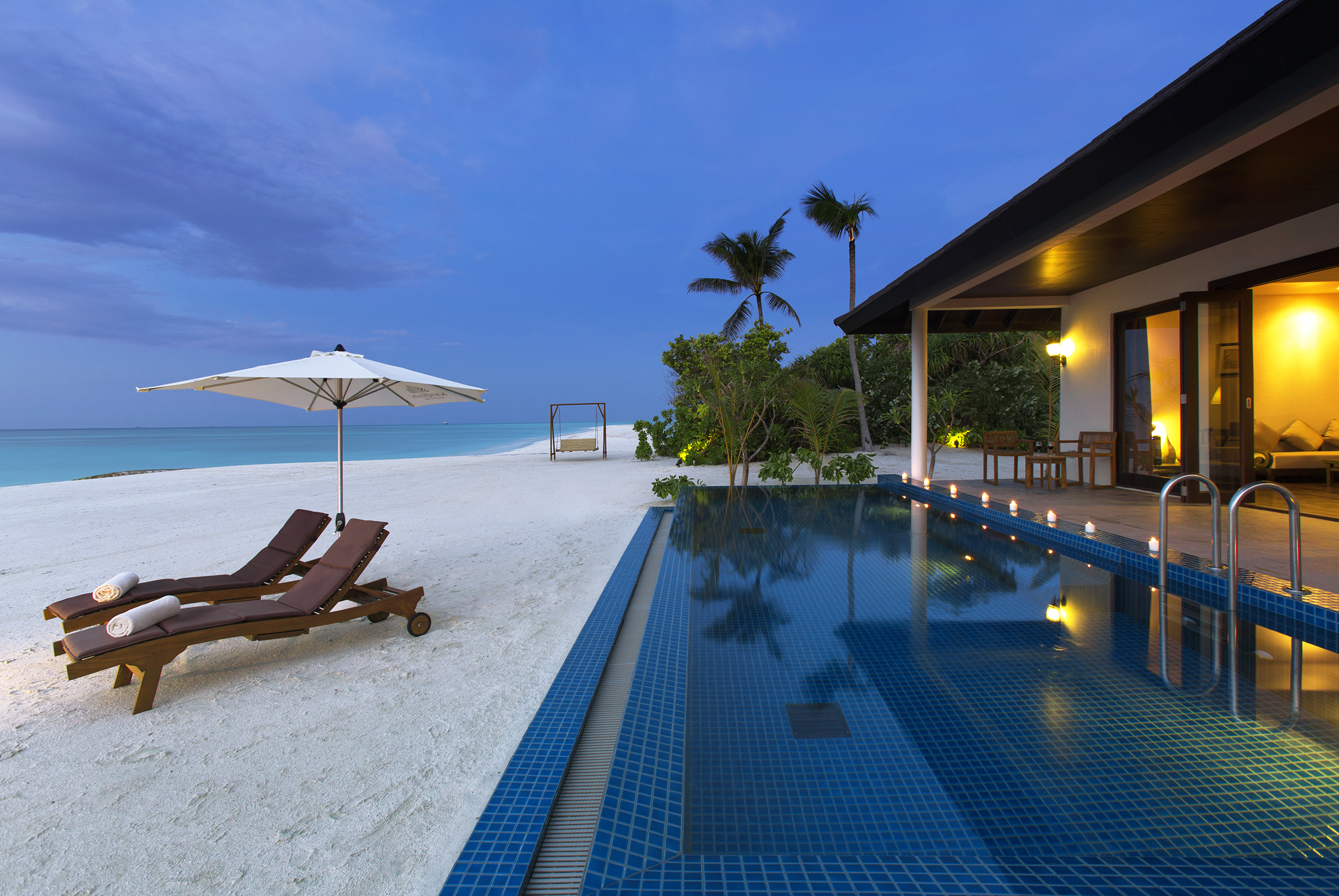 SUNSET-POOL-VILLA-AT-DUSK-WITH-SWING-AND-SANDBANK-IN-BACKGROUND-1